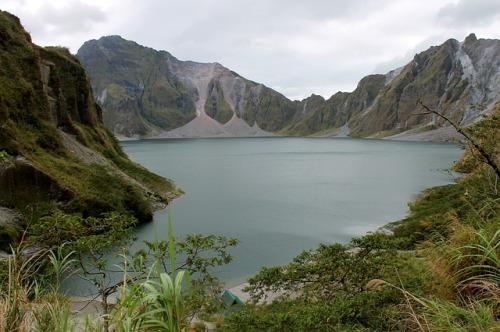 philippines-mt-pinatubo-trekking-scenery-asia